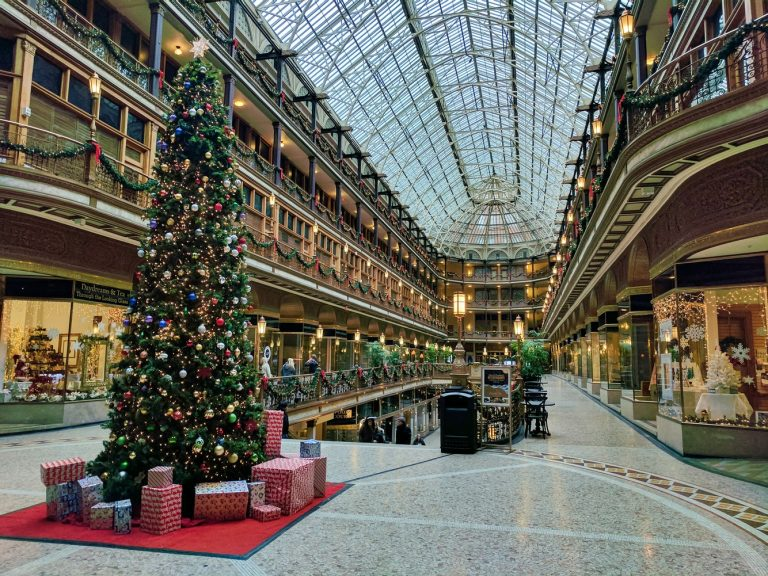 Miracle on Christmas High Streets: How Retailers Can Compete Against eCommerce this Winter